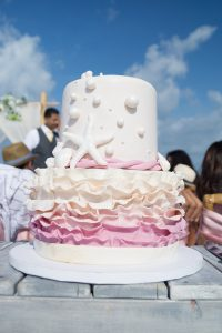 destination-wedding-cake